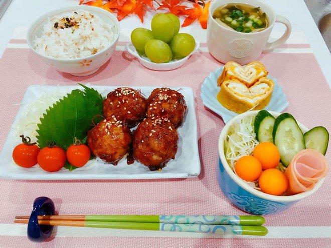 8X nấu ăn tuyệt ngon cho chồng Nhật, hội chị em vào đùa thế này ai còn dám ăn phở-7