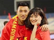 Dàn bạn gái cầu thủ đăng ảnh khoe vé VIP xem trận Việt Nam - Malaysia