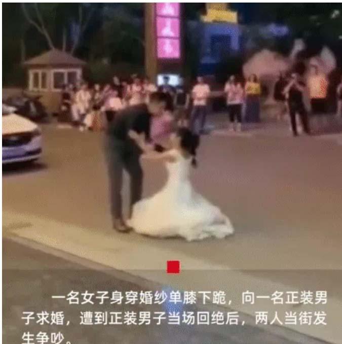 Mặc váy cưới đến cầu hôn, cô gái bị cự tuyệt không thương tiếc, chồng cũ đến can thiệp mới biết danh tính của nam chính-1
