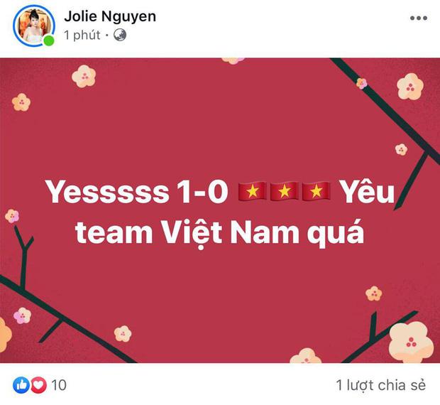 Đông Nhi - Ông Cao Thắng, Bảo Anh cùng dàn sao Vbiz vỡ oà trước siêu phẩm ngả người volley mở màn tỷ số 1-0 của Quang Hải-4