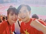 Cổ động viên Malaysia chết lặng trước bàn thắng của Quang Hải-1