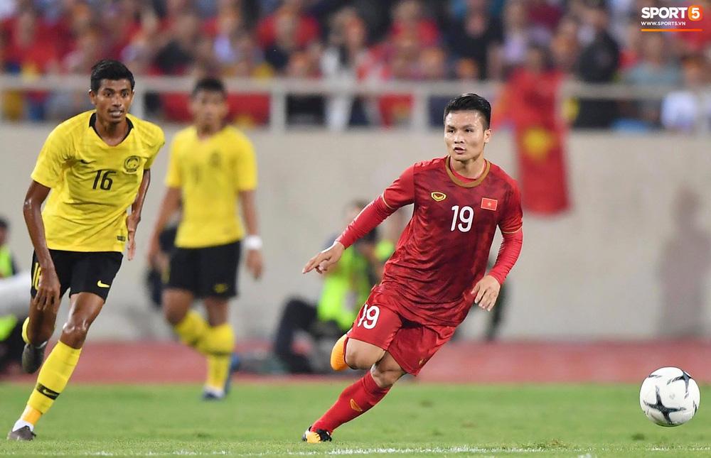 Chiêm ngưỡng siêu phẩm ngả bàn đèn khó tin của Quang Hải trong trận đấu Việt Nam vs Malaysia-1