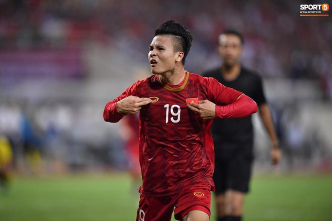 Chiêm ngưỡng siêu phẩm ngả bàn đèn khó tin của Quang Hải trong trận đấu Việt Nam vs Malaysia-6