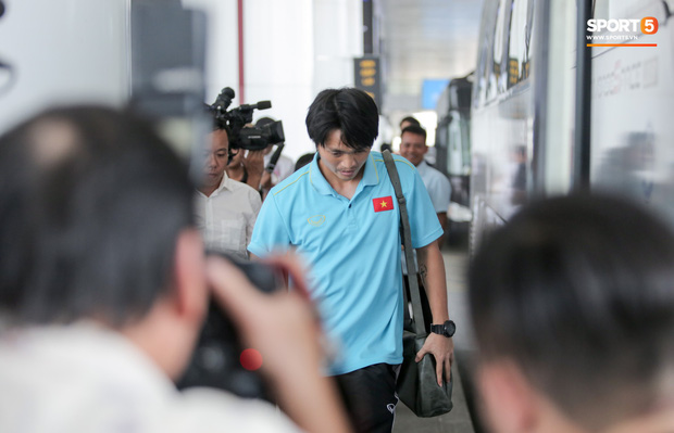Tuyển Việt Nam di chuyển hành xác: Đá xong với Malaysia, lập tức lên đường trong đêm đi Indonesia-1
