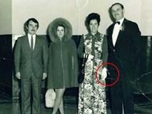 Bức ảnh chụp kỷ niệm khách mời đi đám cưới tưởng bình thường nhưng khi zoom vào lại để lộ loạt chi tiết rùng mình khó lý giải