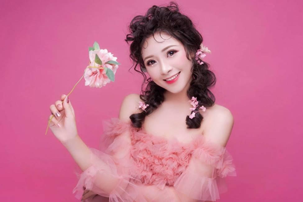 Phan Văn Đức có bóng hồng mới xinh đẹp, gợi cảm thế này đây!-2