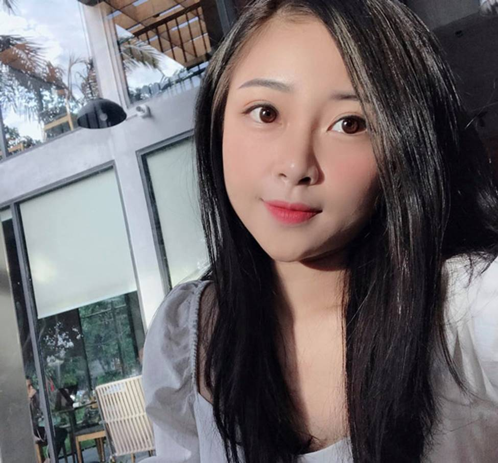 Phan Văn Đức có bóng hồng mới xinh đẹp, gợi cảm thế này đây!-16