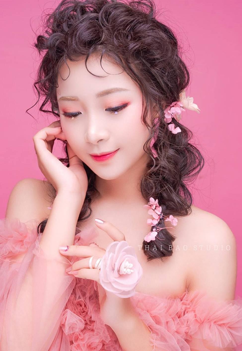 Phan Văn Đức có bóng hồng mới xinh đẹp, gợi cảm thế này đây!-18