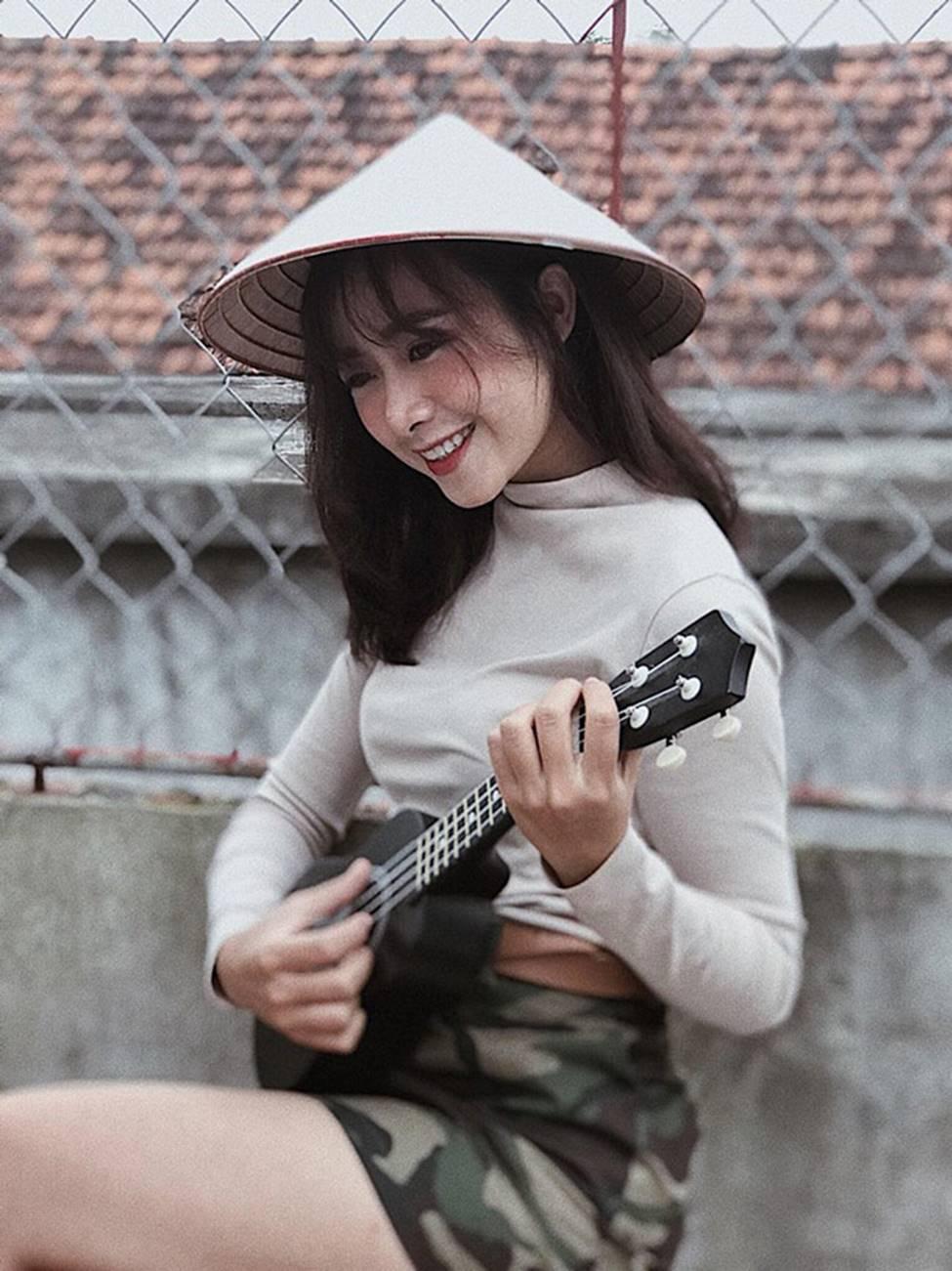 Phan Văn Đức có bóng hồng mới xinh đẹp, gợi cảm thế này đây!-6