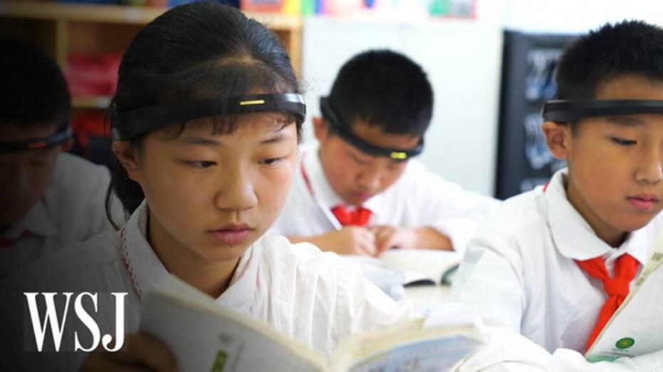 Tưởng vòng kim cô chỉ xuất hiện trong phim, hóa ra học sinh Trung Quốc thời nay cũng phải đeo thiết bị giống hệt vậy-1