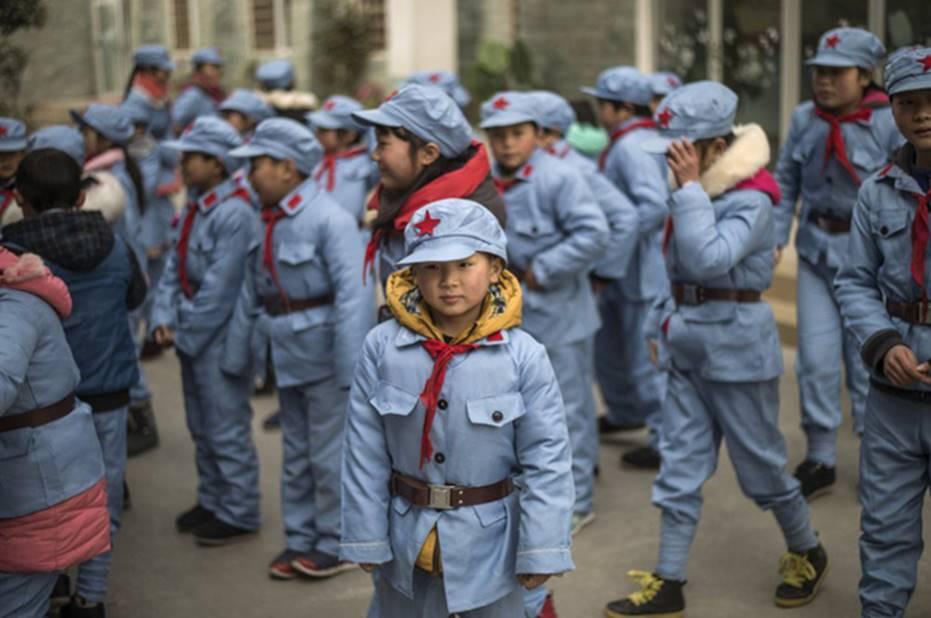 Tưởng vòng kim cô chỉ xuất hiện trong phim, hóa ra học sinh Trung Quốc thời nay cũng phải đeo thiết bị giống hệt vậy-2