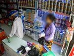 Kẻ gian bịt kín mặt trộm xe máy ở Hà Nội-1