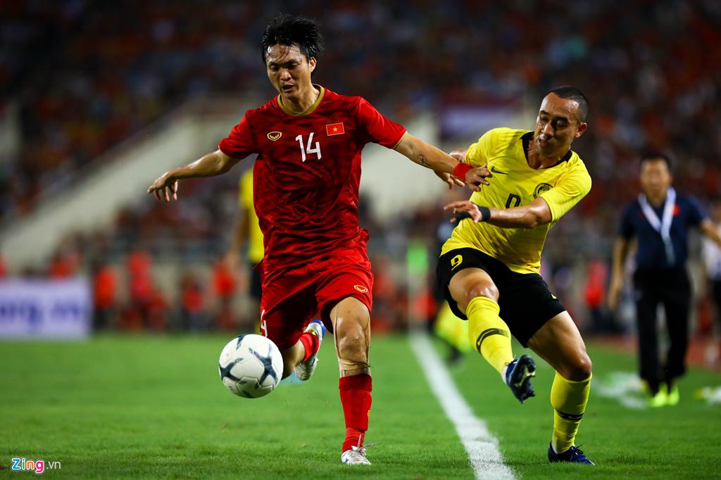 Tuấn Anh nén đau khi cả đội mừng Quang Hải ghi bàn-2