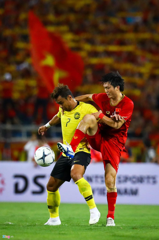 Tuấn Anh nén đau khi cả đội mừng Quang Hải ghi bàn-7