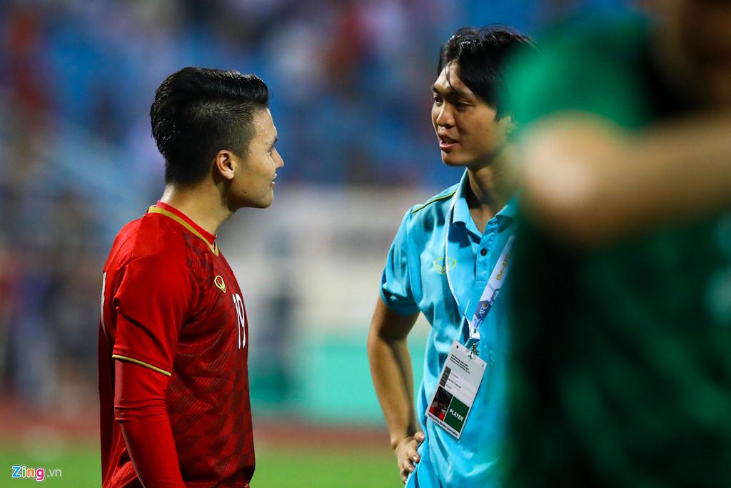 Tuấn Anh nén đau khi cả đội mừng Quang Hải ghi bàn-9