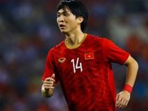 Tuấn Anh nén đau khi cả đội mừng Quang Hải ghi bàn