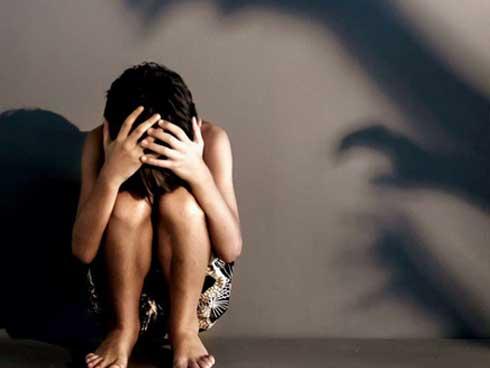 Cãi nhau với bố, con gái 12 tuổi dọn sang ở cùng mẹ rồi không ngờ bị rơi vào kế hoạch tàn nhẫn của ác mẫu với người tình-1