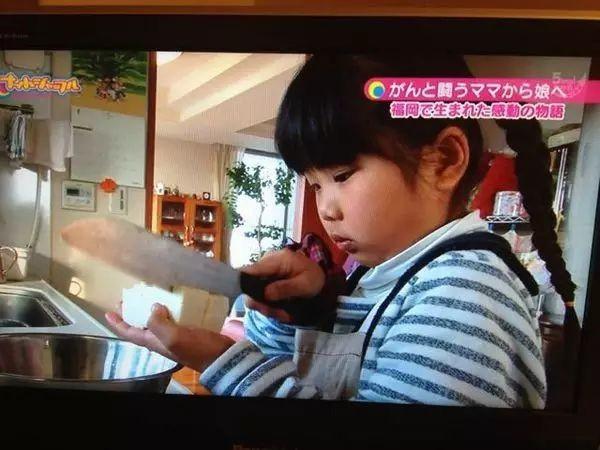 Bé gái từng gây xúc động khi 5 tuổi biết nấu ăn, làm việc nhà trước khi mẹ qua đời vì ung thư bây giờ ra sao?-8
