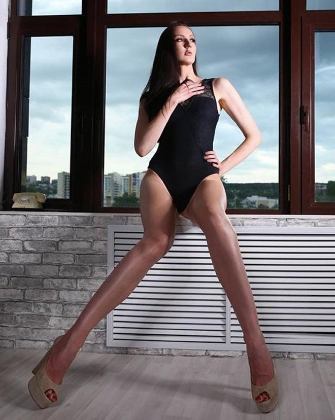 Nữ VĐV cao 2m03 chân dài nhất thế giới dấn thân táo bạo khi biết mình quá đẹp-6