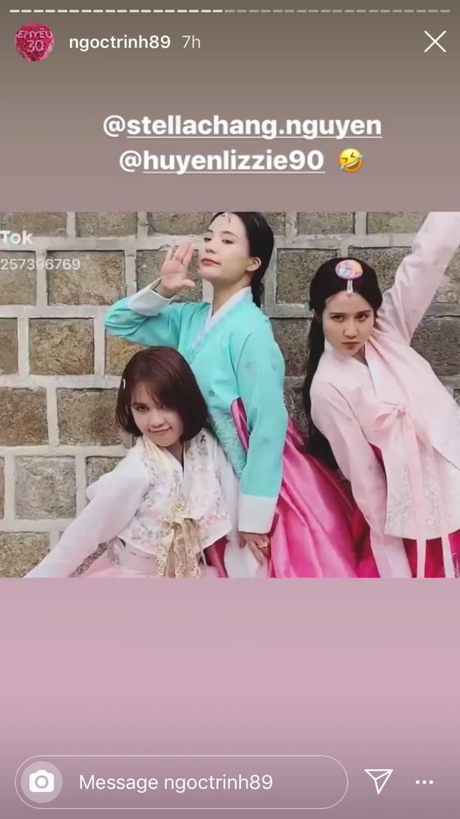 Đổi dáng nhanh như chớp, Ngọc Trinh và Huyền Lizzie quả thật chuyên nghiệp khi chụp ảnh hanbok ở nơi đông người như Seoul-1