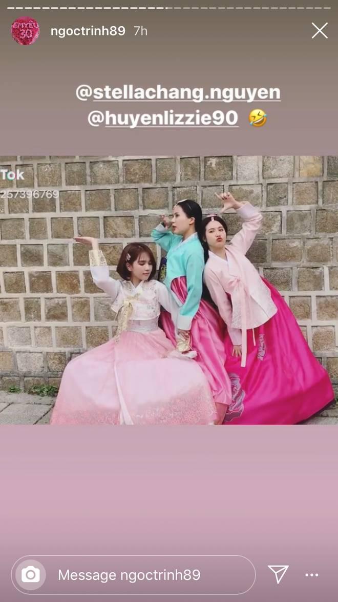 Đổi dáng nhanh như chớp, Ngọc Trinh và Huyền Lizzie quả thật chuyên nghiệp khi chụp ảnh hanbok ở nơi đông người như Seoul-2