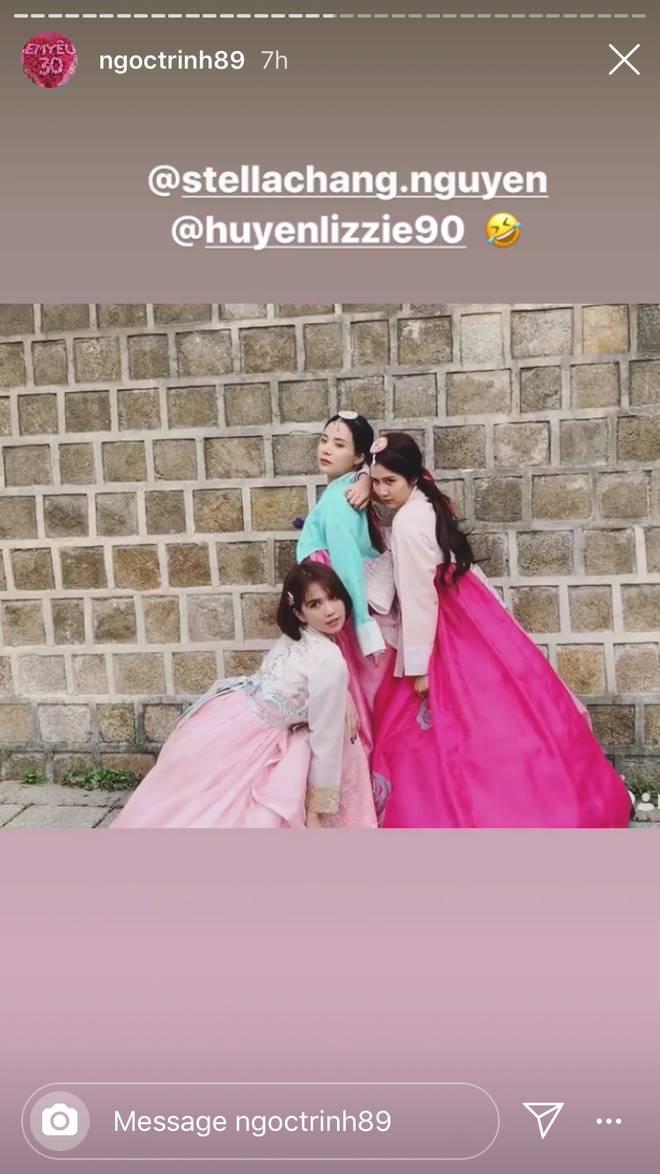 Đổi dáng nhanh như chớp, Ngọc Trinh và Huyền Lizzie quả thật chuyên nghiệp khi chụp ảnh hanbok ở nơi đông người như Seoul-3