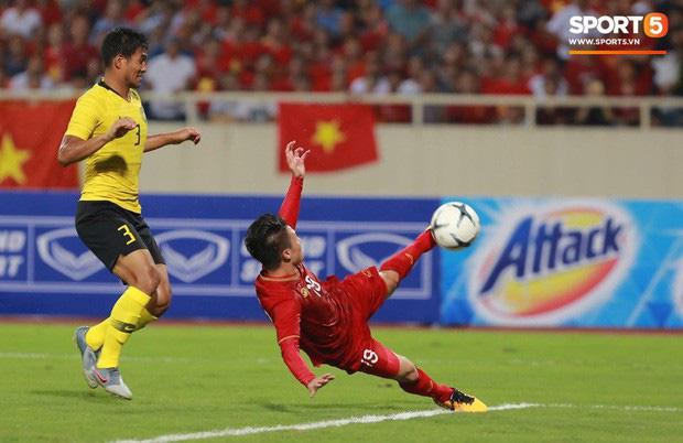 Sau chiến thắng trước Malaysia, Quang Hải ngay lập tức khoe người phụ nữ của đời mình khiến fangirl đổ rạp!-1
