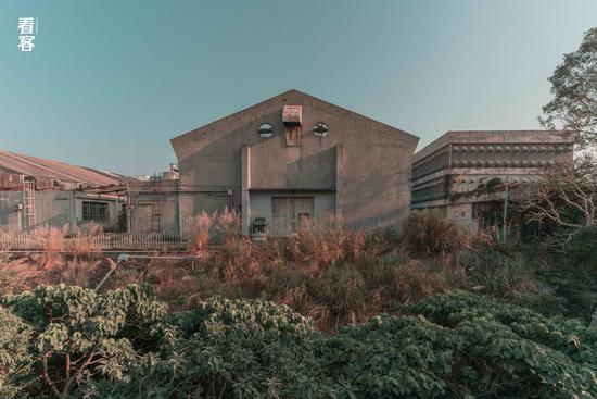 Phim trường cũ TVB bị bỏ hoang: Ngoài ký ức thời hoàng kim còn sót lại là lời đồn về câu chuyện kinh dị cùng cảnh hoang tàn ghê rợn-3