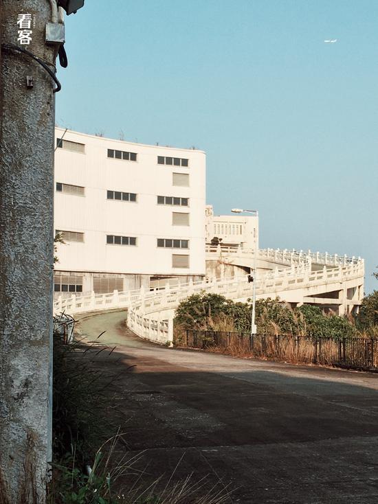 Phim trường cũ TVB bị bỏ hoang: Ngoài ký ức thời hoàng kim còn sót lại là lời đồn về câu chuyện kinh dị cùng cảnh hoang tàn ghê rợn-4