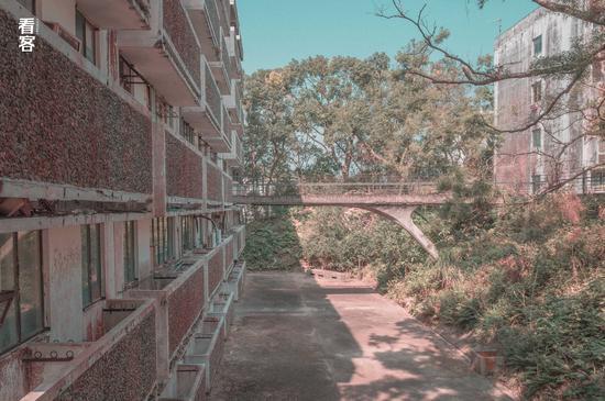 Phim trường cũ TVB bị bỏ hoang: Ngoài ký ức thời hoàng kim còn sót lại là lời đồn về câu chuyện kinh dị cùng cảnh hoang tàn ghê rợn-6