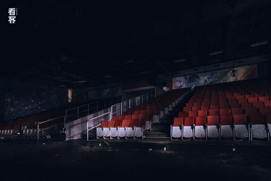 Phim trường cũ TVB bị bỏ hoang: Ngoài ký ức thời hoàng kim còn sót lại là lời đồn về câu chuyện kinh dị cùng cảnh hoang tàn ghê rợn-15