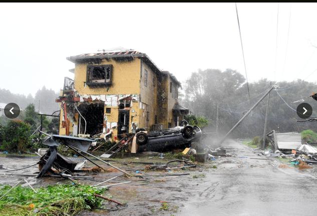 Siêu bão Hagibis tiếp cận Nhật Bản: 2 người chết, nhiều trẻ em bị thương sau khi hàng chục ngôi nhà bị phá hủy do lốc xoáy-2