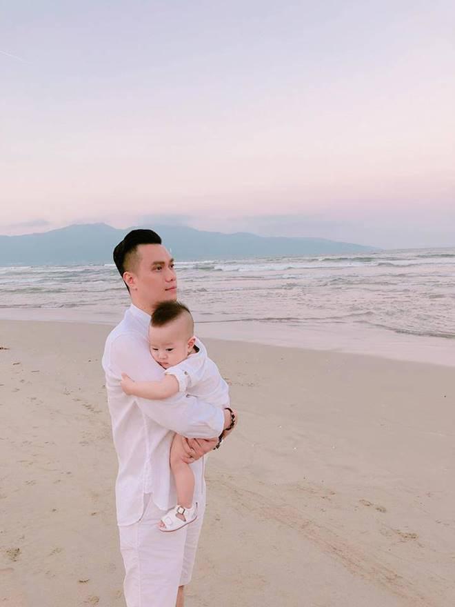 Diện mạo chưa hoàn hảo, nhưng gout thời trang của Việt Anh đáng để chị em tham khảo cho chồng-5