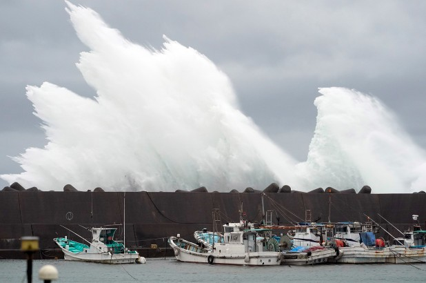 Loạt ảnh và clip tàn khốc cho thấy sự nguy hiểm của siêu bão Hagibis sắp càn quét Nhật Bản-2