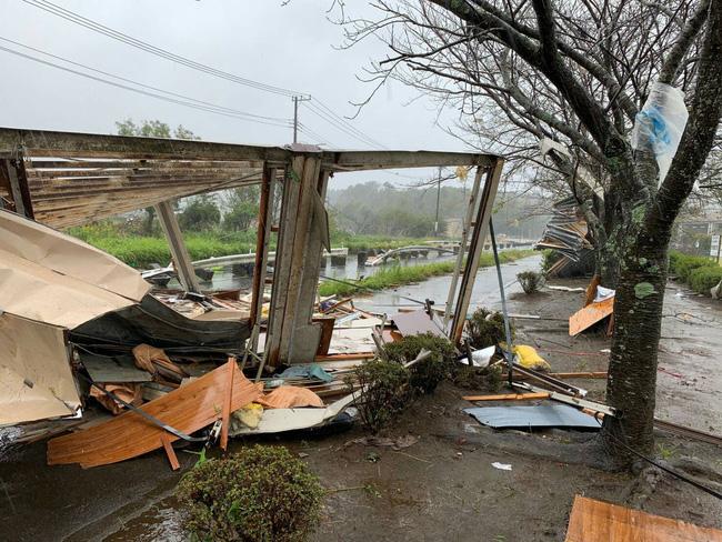 Loạt ảnh và clip tàn khốc cho thấy sự nguy hiểm của siêu bão Hagibis sắp càn quét Nhật Bản-1
