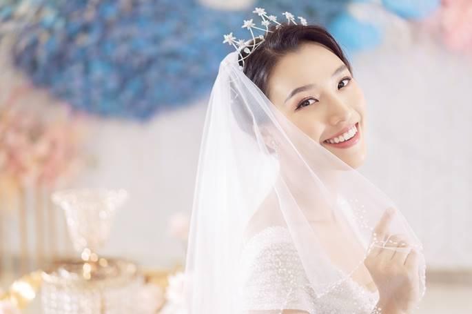 Á hậu Hoàng Oanh diện váy cưới, tiết lộ đám cưới trong mơ-1