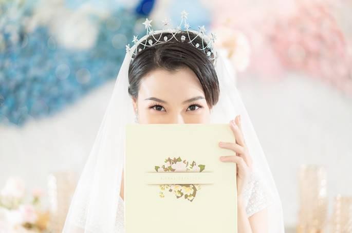 Á hậu Hoàng Oanh diện váy cưới, tiết lộ đám cưới trong mơ-2