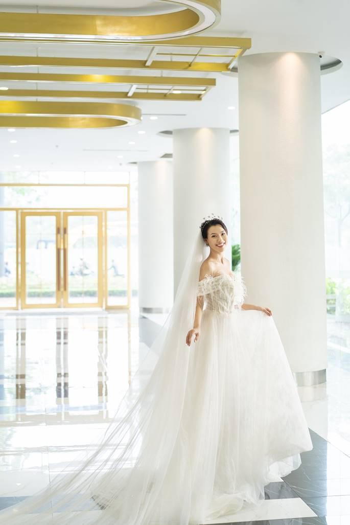 Á hậu Hoàng Oanh diện váy cưới, tiết lộ đám cưới trong mơ-3