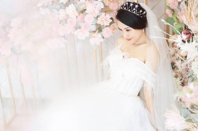 Á hậu Hoàng Oanh diện váy cưới, tiết lộ đám cưới trong mơ-4