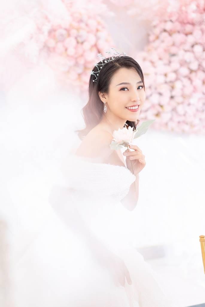 Á hậu Hoàng Oanh diện váy cưới, tiết lộ đám cưới trong mơ-6