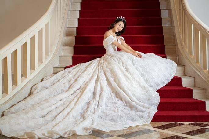 Á hậu Hoàng Oanh diện váy cưới, tiết lộ đám cưới trong mơ-8