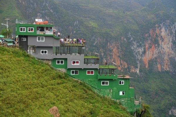 Ảnh: Tòa nhà trái phép Mã Pì Lèng Panorama bất ngờ được phủ xanh-4