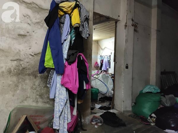 Cuộc sống hiện tại của bé gái phối đồ cũ cực chất từng gây bão MXH: Ban ngày đi học, tối đến cùng mẹ ra vỉa hè bán hàng rong-5