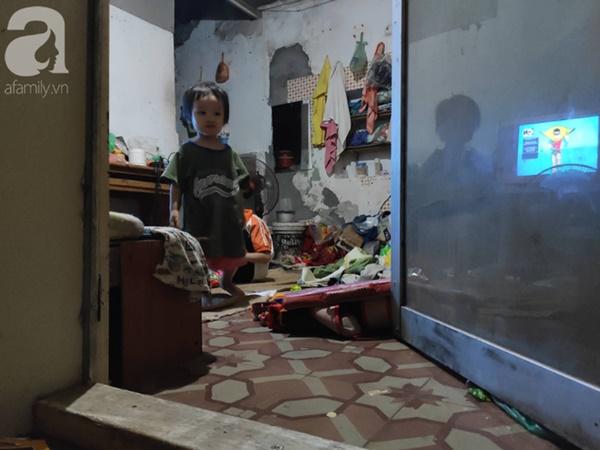 Cuộc sống hiện tại của bé gái phối đồ cũ cực chất từng gây bão MXH: Ban ngày đi học, tối đến cùng mẹ ra vỉa hè bán hàng rong-12