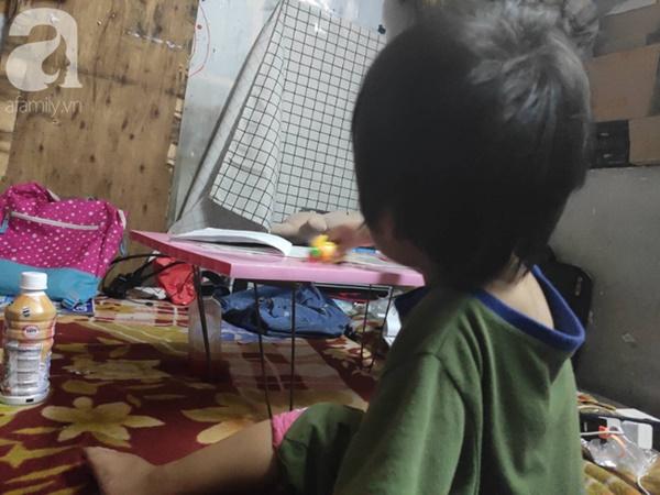 Cuộc sống hiện tại của bé gái phối đồ cũ cực chất từng gây bão MXH: Ban ngày đi học, tối đến cùng mẹ ra vỉa hè bán hàng rong-13