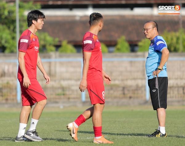 Sau Tuấn Anh, đội trưởng tuyển Việt Nam tiếp tục khiến HLV Park Hang Seo lo lắng-9
