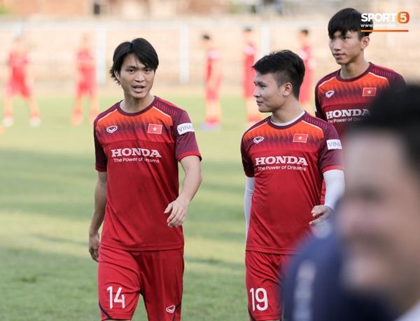 Sau Tuấn Anh, đội trưởng tuyển Việt Nam tiếp tục khiến HLV Park Hang Seo lo lắng-10