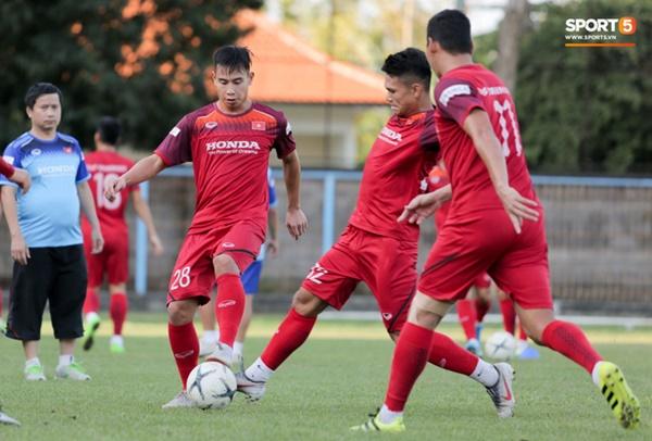 Sau Tuấn Anh, đội trưởng tuyển Việt Nam tiếp tục khiến HLV Park Hang Seo lo lắng-12