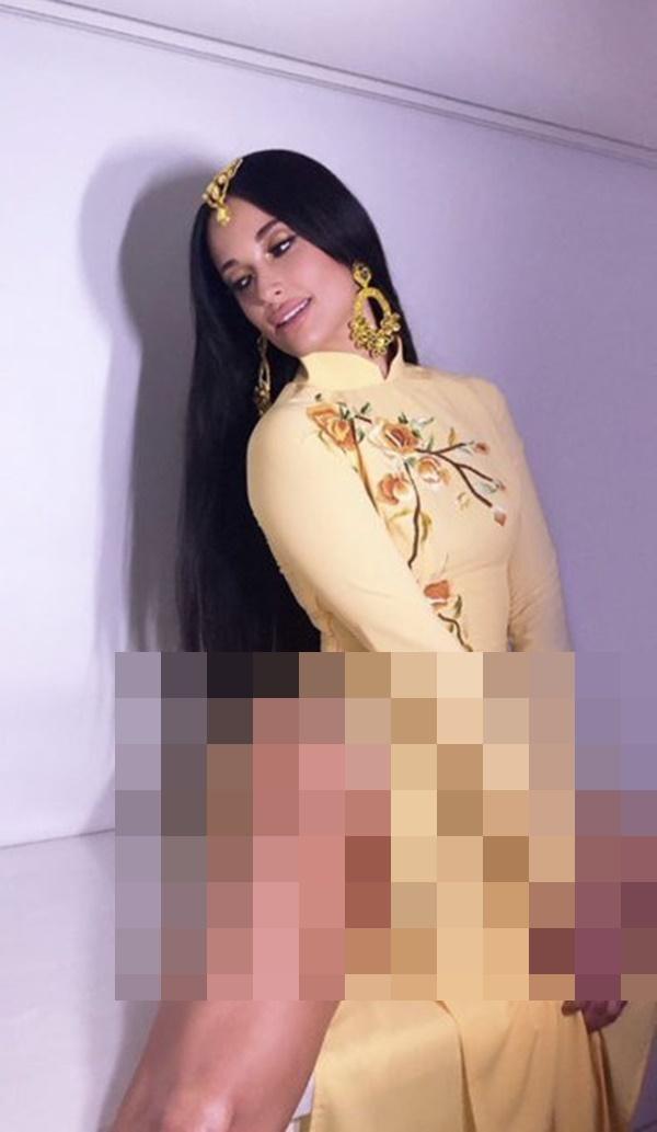 Nữ ca sĩ nhạc đồng quê Kacey Musgraves gây bức xúc khi mặc áo dài Việt Nam nhưng quên mặc quần-4