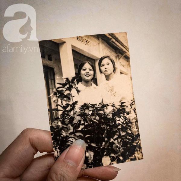 """Tình như đôi vợ chồng bác sĩ - giáo viên 60 tuổi: Con gái khoe"""" nhật ký mùi mẫn bố mẹ yêu nhau từ thuở 16, xa nhau 11 năm vẫn đằng đẵng đợi chờ-4"""
